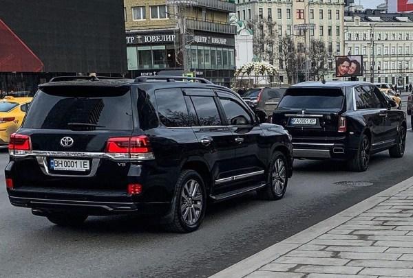 В Москве заметили кортеж автомобилей с Rolls-Royce ...