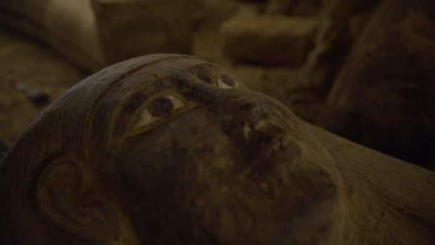 اكتشاف بئر بها توابيت مغلقة منذ 2500 عام بمنطقة سقارة بمصر