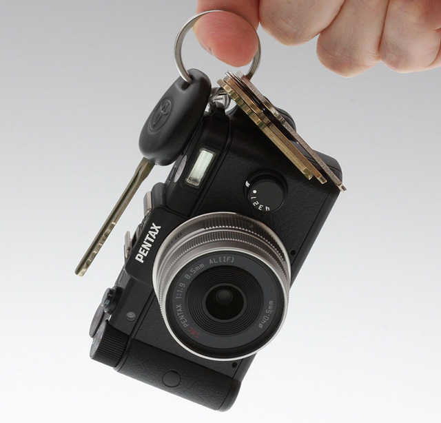 Pentax Q shrinks interchangeable lens digicams to pocketable proportions