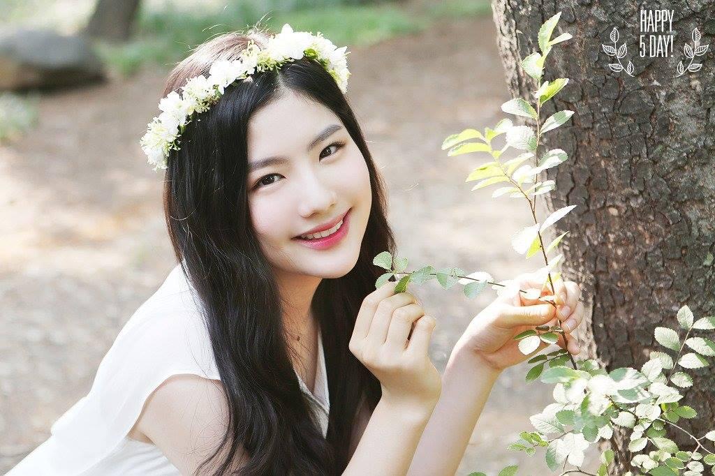 https://i1.wp.com/static.asiachan.com/Cho.Hyeyeon.full.66582.jpg