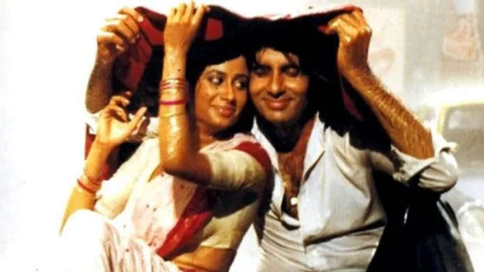 According to Amitabh Bachchan, Smita did not like the song of the film Namak Halal today… .. She did not like it at all, but she had committed to the film.  So they did it under compulsion.  She used to see this song as an embarrassment in her career.