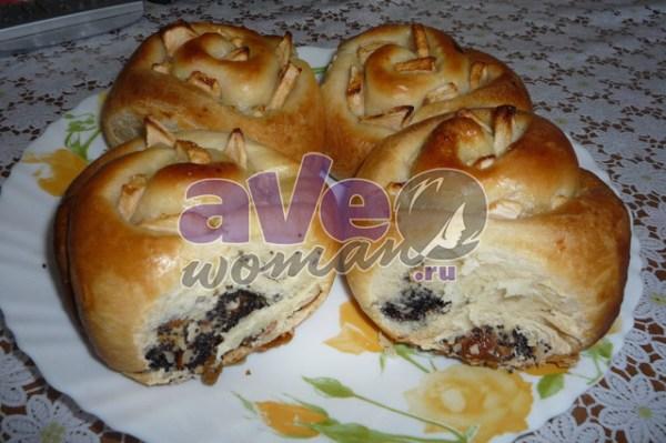 Сдобные булочки с маком, изюмом и орехами: рецепт с фото