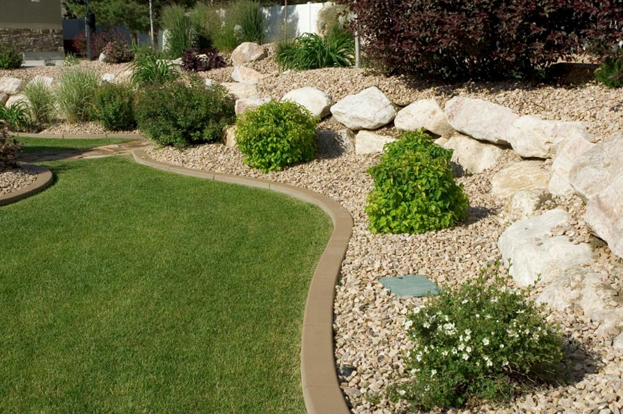 Landscape Edging Ideas That Create Curb Appeal on Backyard Border Ideas  id=42944