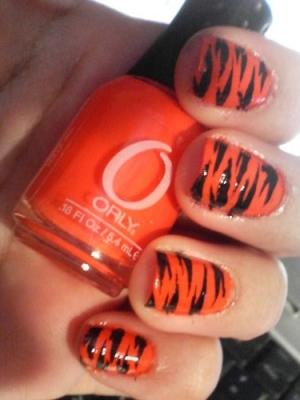 https://i1.wp.com/static.becomegorgeous.com/img/arts/2009/Oct/02/1286/orange_nails1.jpg