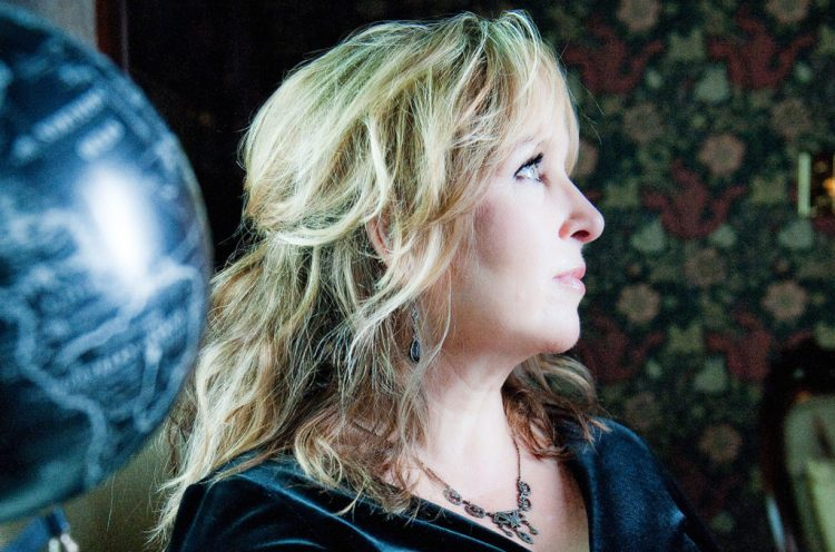 Gretchen Peters Salutes Mickey Newbury on 'Wish I Was': Premiere | Billboard