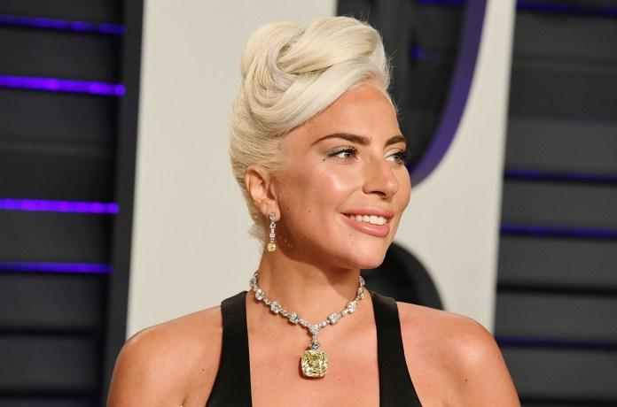 Lady Gaga Reacts To 'Artpop' Fan Rally | Billboard