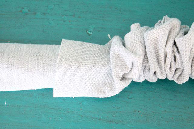 Pull the right side of fabric tube out ดึงผ้าด้านถูกออกมา