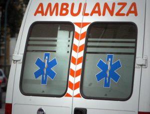 Brescia, malore alla guida: auto finisce contro i pedoni e si ribalta