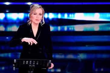 """Barbara Palombelli chiede scusa per la frase sui femminicidi, poi annuncia querele: """"Diffamazione senza precedenti"""""""