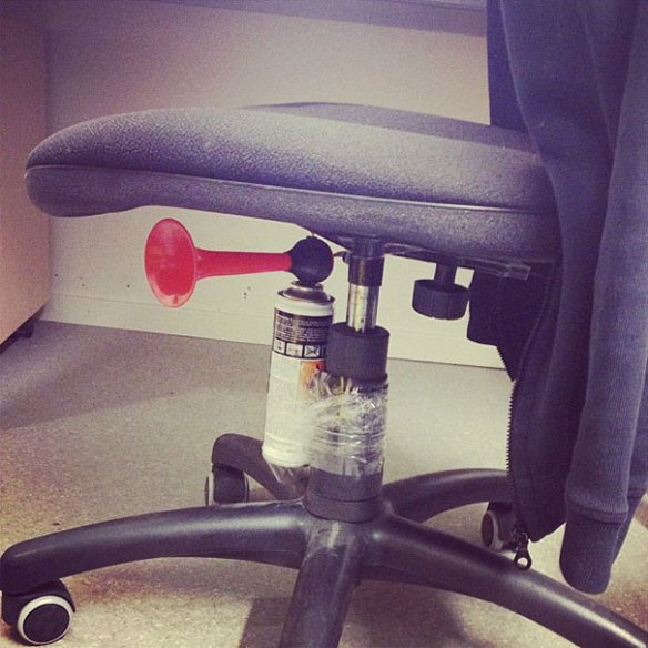 funny-aprils-fool-office-pranks-10