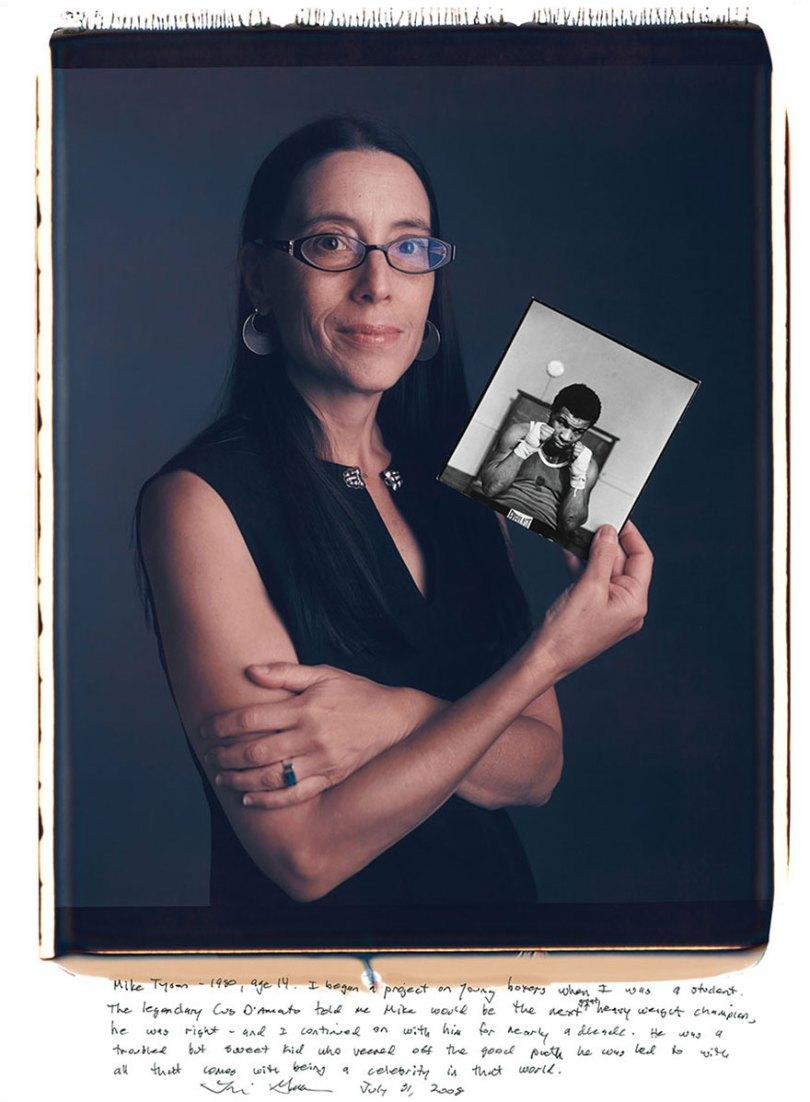 famous photographer portraits behind photographs tim mantoani 17 - Eles posaram para foto segurando suas próprias fotografias