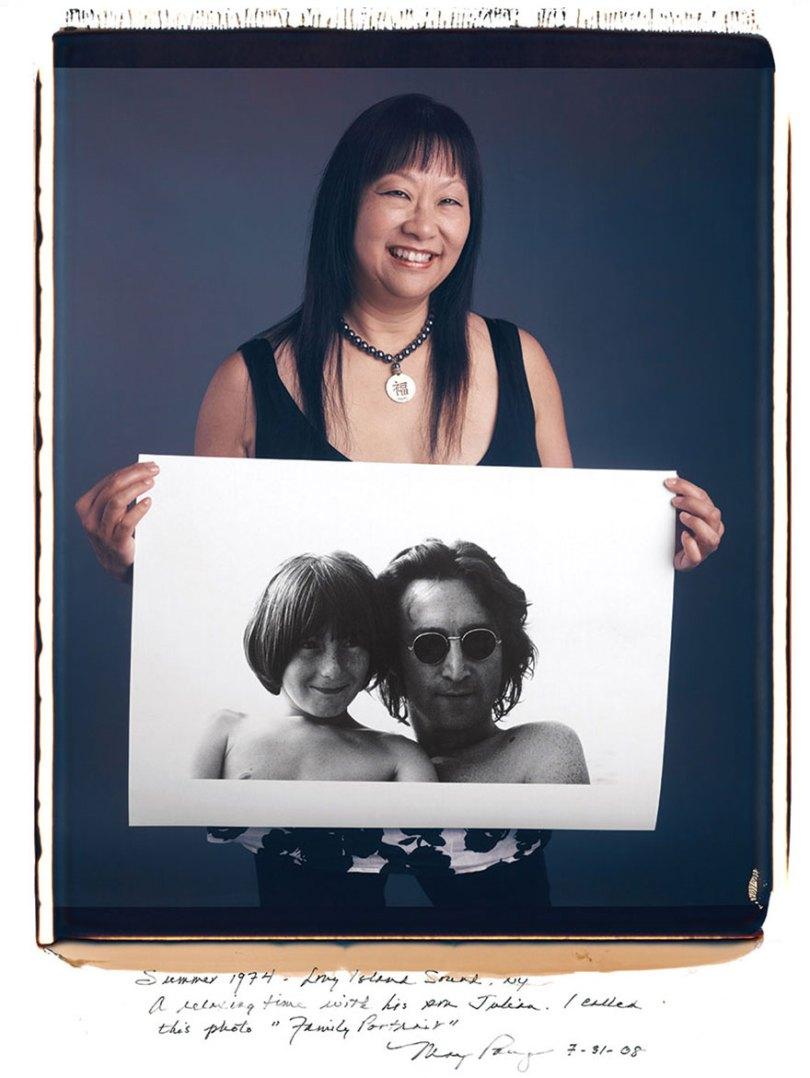famous photographer portraits behind photographs tim mantoani 18 - Eles posaram para foto segurando suas próprias fotografias