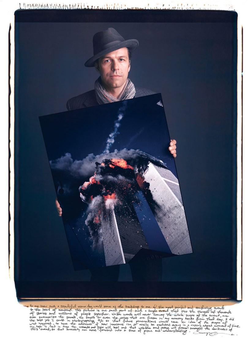 famous photographers portrai incomic photographs tim mantoani 125 - Eles posaram para foto segurando suas próprias fotografias