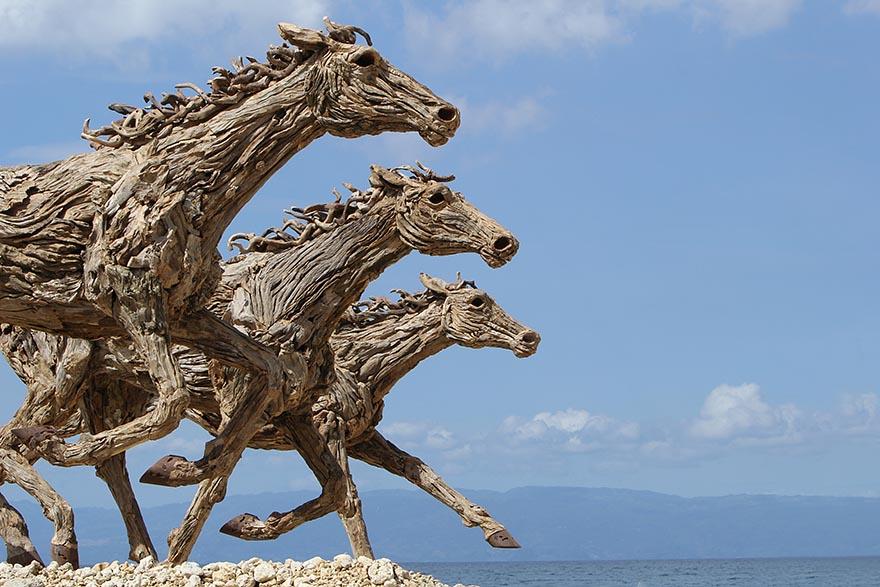 driftwood-horse-sculptures-jame-doran-webb-2