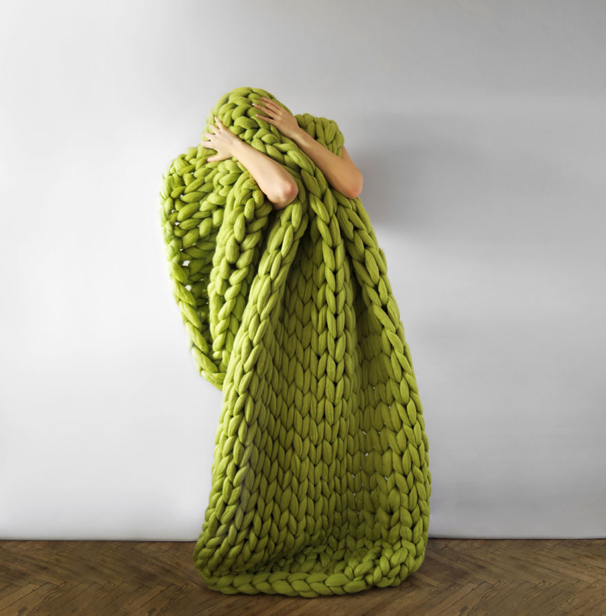 giant-super-chunky-wool-knitwear-blankets-anna-mo-3