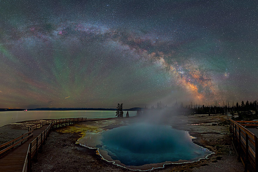 colorful-milky-way-photographs-yellowstone-park-3