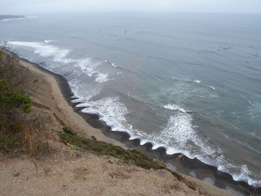 Mysterious Beach Patterns That Scientists Can't Explain Beach-cusps-sand-patterns-waves-3