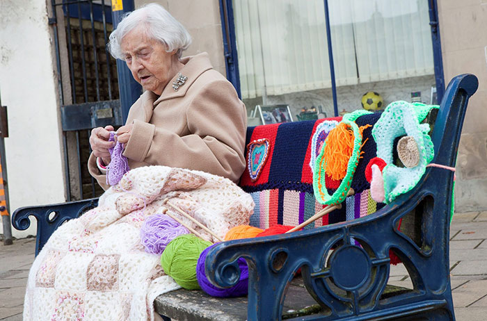 104-Year-Old Street Artist Yarn-Bombs Her Town