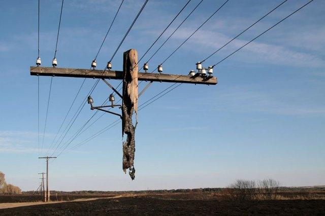 Yakılmış Elektrik Direği