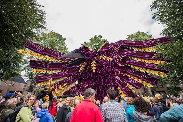 van-gogh-flower-parade-floats-corso-zundert-netherlands-21