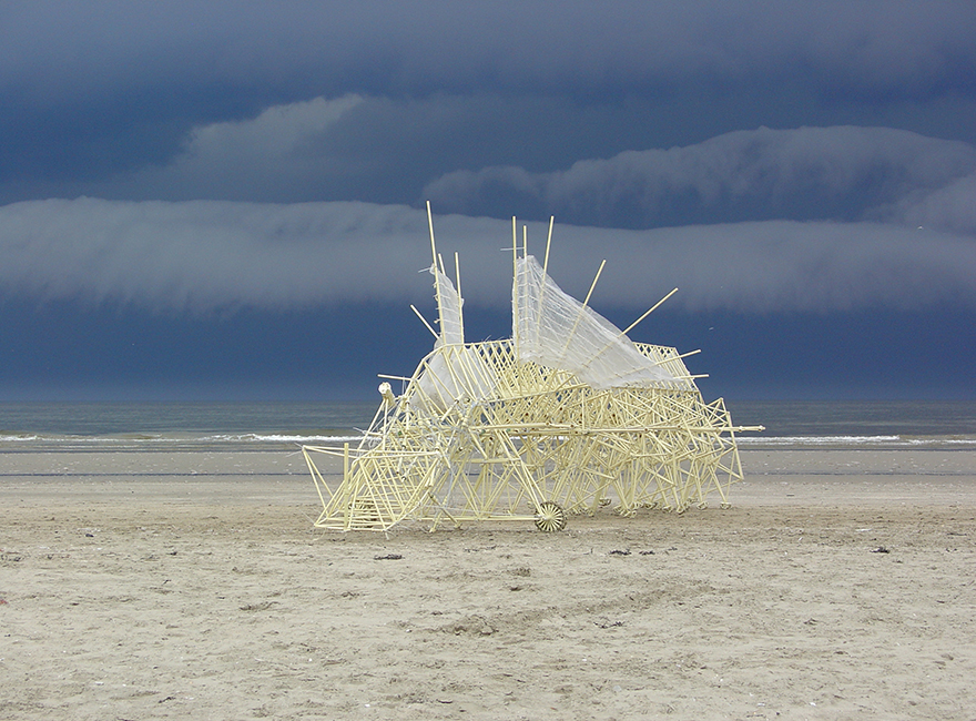 sculptures-that-walk-on-the-wind10