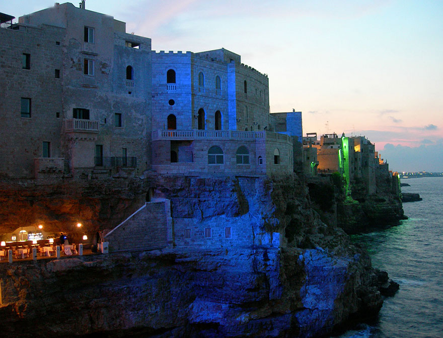 italian-cave-restaurant-grotta-palazzese-polignano-mare-3