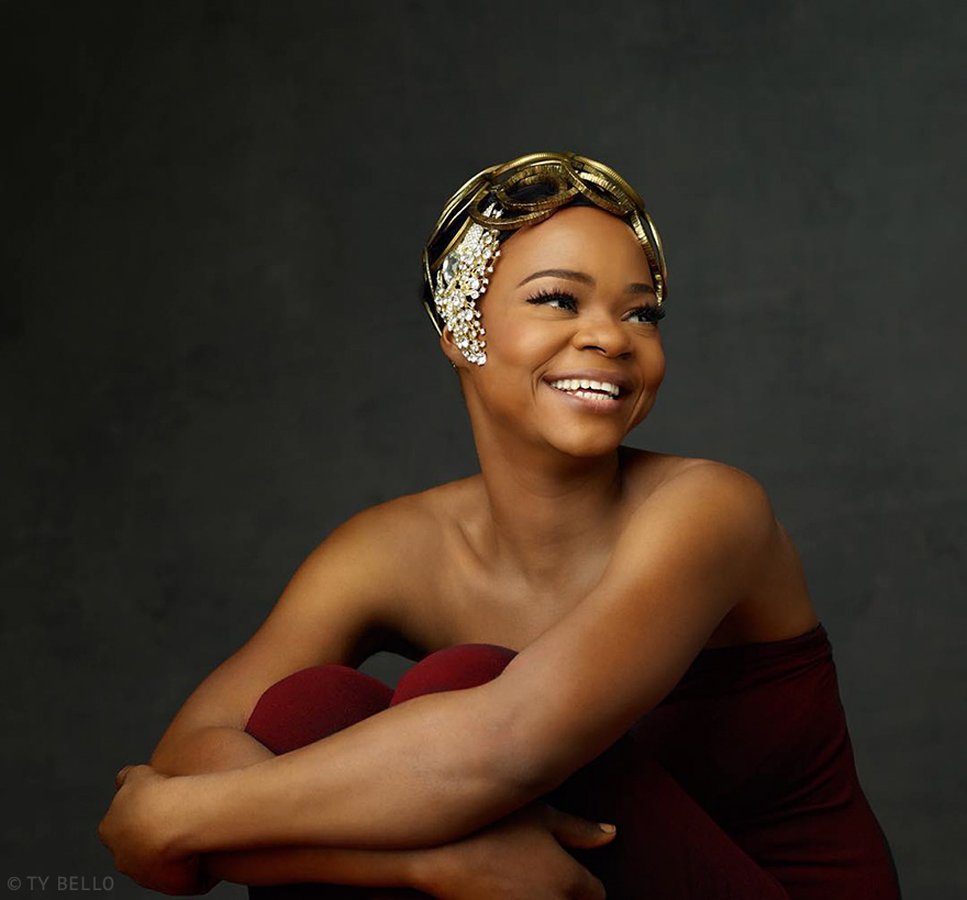 bread-seller-photobomb-modeling-contract-olajumoke-orisaguna-9
