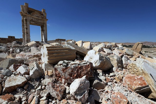 before-after-isis-destroyed-monuments-palmyra-113