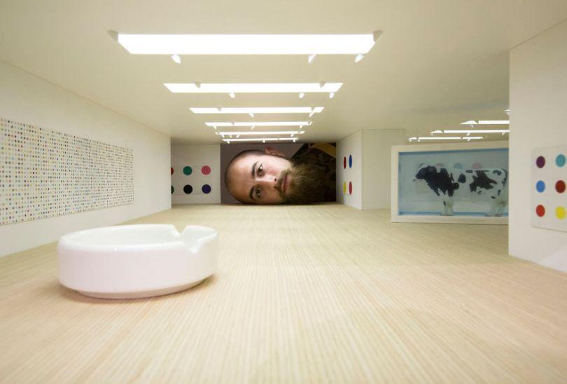 Put Your Head into Gallery 574888451b5ec  880 - Artista faz projeto interativo com galerias famosas