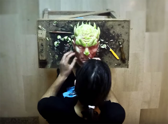 https://i1.wp.com/static.boredpanda.com/blog/wp-content/uploads/2016/06/game-of-thrones-watermelon-carving-night-king-white-walker-valeriano-fatica-2.jpg