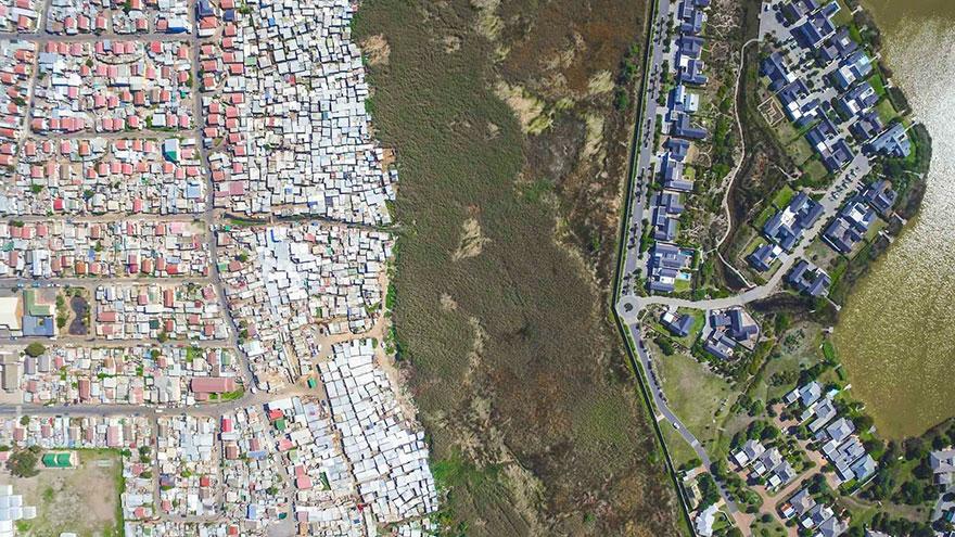 άνιση-σκηνές-drone-φωτογραφία-ανισότητας-Νότια Αφρική-Johnny-Miller-15