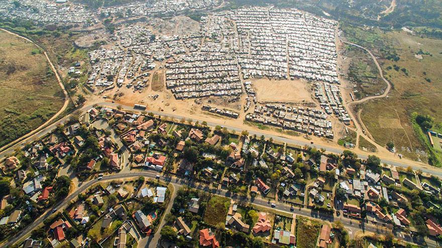 άνιση-σκηνές-drone-φωτογραφία-ανισότητας-Νότια Αφρική-Johnny-Miller-7