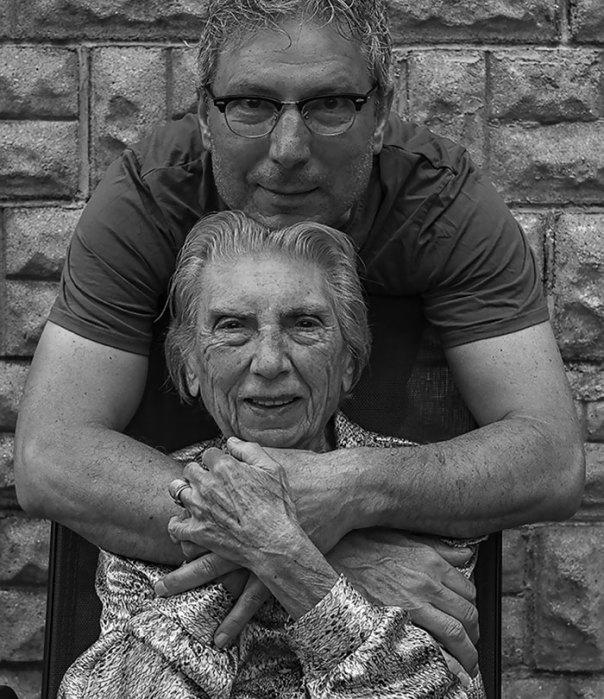 De 91 años de edad de la madre de edad avanzada-women-extrañas-unos-tony-Luciani-2-lúdico-fotografía