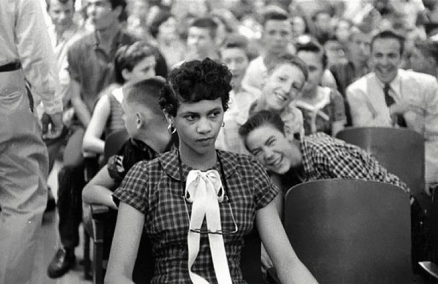 Dorothy Counts - La Ragazza primo nero di frequentare una scuola Bianco All In The Stati Uniti - essere presi in giro e insultato da suo White Male Pari A Harry Harding High School Charlotte 1957