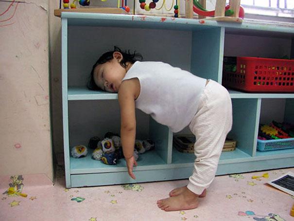 Napping su una mensola