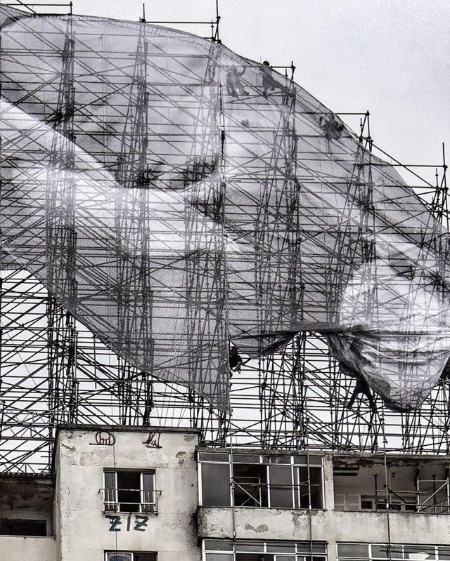 giant-athlete-art-installation-olympics-rio-de-janeiro-jr-6
