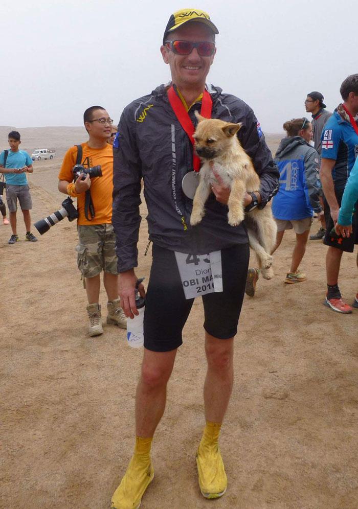stray-dog-reunited-runner-gobi-dion-leonard-china-11