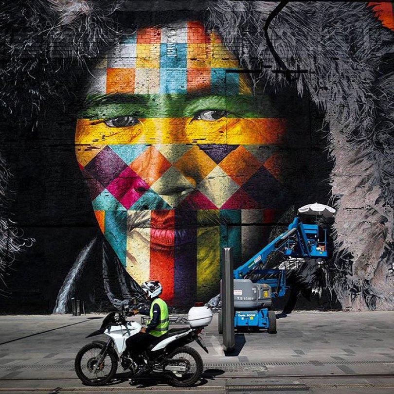 world largest mural street art las etnias the ethnicities eduardo kobra rio olympics brazil 13 - Murais de Graffiti de Eduardo Kobra pelo mundo