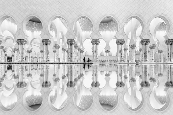 Las mujeres Reflexión, EAU (2do lugar en la arquitectura Categoría)