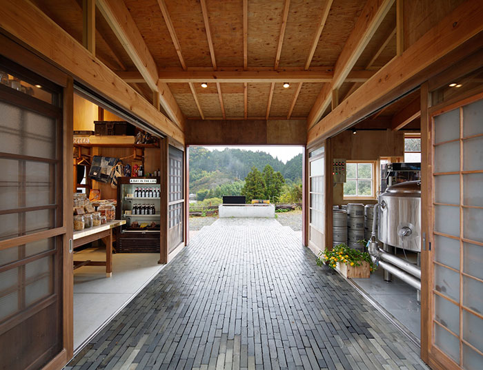 zero-waste-bar-recycling-kamikatz-public-house-japan-5