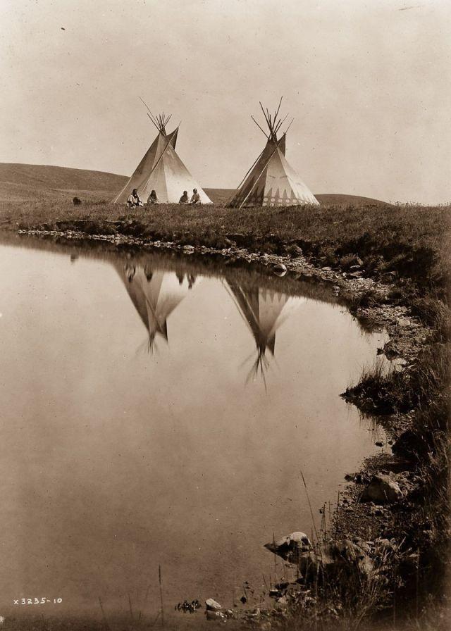 Piegan tepees, 1910