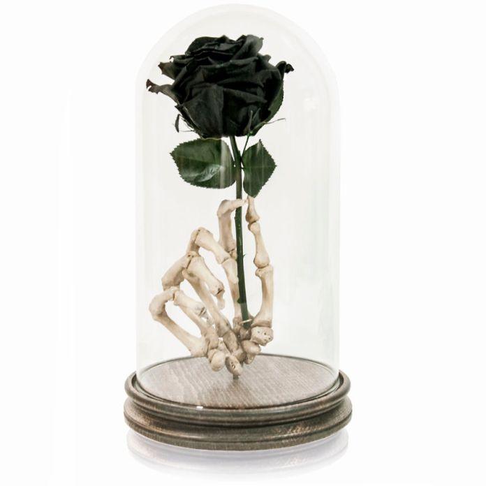 black rose1 58ad9cb300822  880 - Wow, Seniman Ini Ubah Kerangka Manusia jadi Karya Seni!
