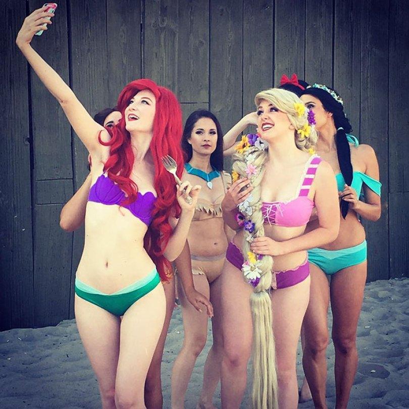 disney princess cosplay enchanted bikinis 5 58c95a76505f0  700 - Princesas da Disney aproveitam o verão