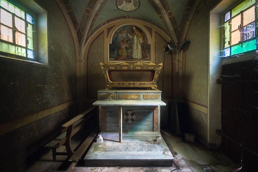Piccola stanza in una chiesa in Italia