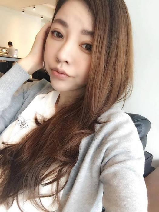 youthful-taiwanese-woman-mother-sisters-lure-fayfay-sharon-hsu-006