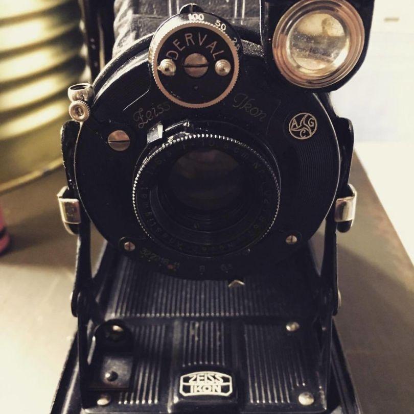 I developed an exposed roll of film from a 1929 folding medium format camera 596a1a4e4c296  880 - Fotógrafo compra câmera de 1929 e acha negativo dentro