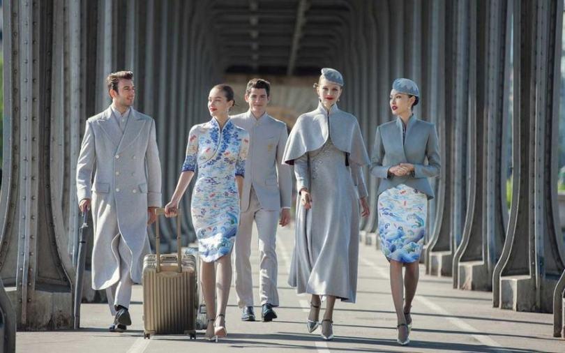 hainan airlines uniforms haute couture china 2 - Companhia aérea chinesa inova na roupa de aeromoças