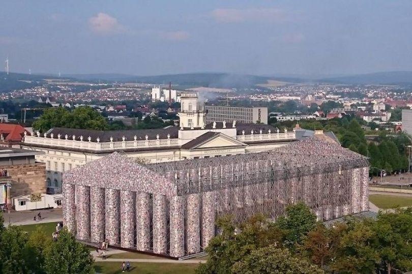 parthenon books marta minujin germany 2 595f2ded119d6  700 - Artista usa cem mil livros proibidos para construir um Parthenon