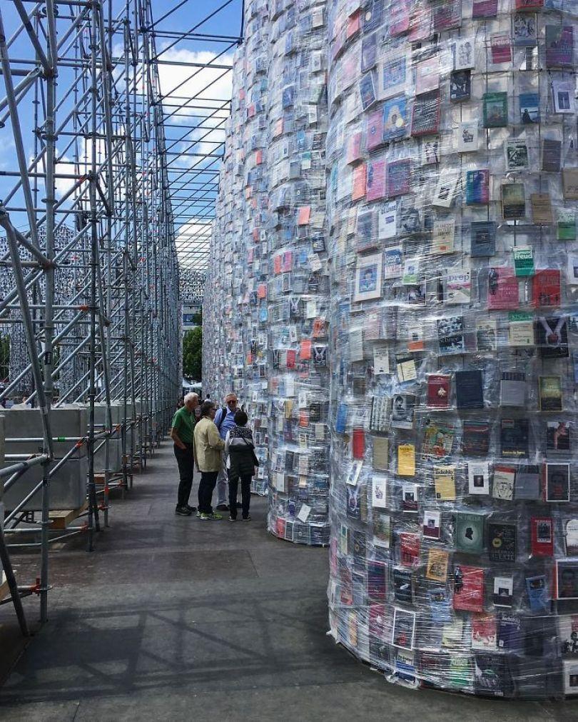 parthenon books marta minujin germany 4 595f2df1364b4  700 - Artista usa cem mil livros proibidos para construir um Parthenon