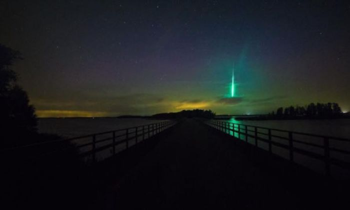Swedish Guy Accidentally Captures Green Meteorite While Searching For The Northern Lights